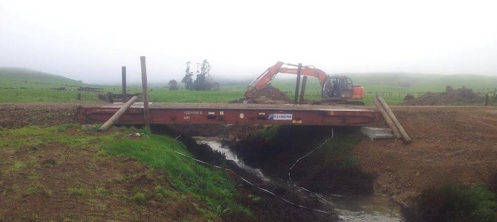Contenedor Flat Rack empleado como puente