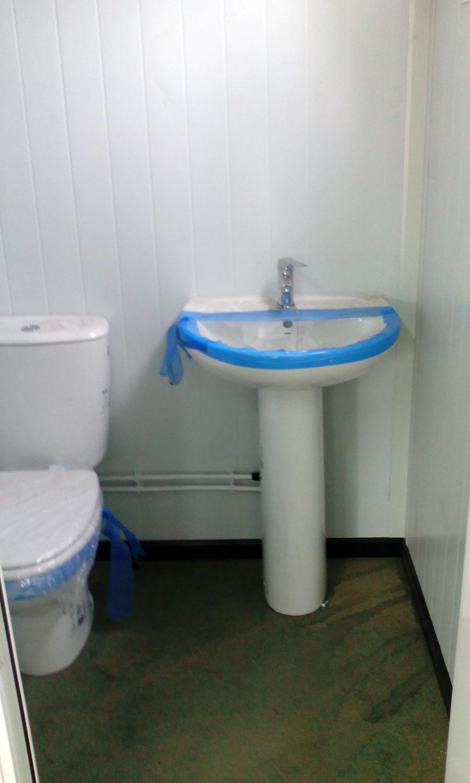 Conjunto modular - Detalle lavabo interior con lavabo, inodoro y bañera