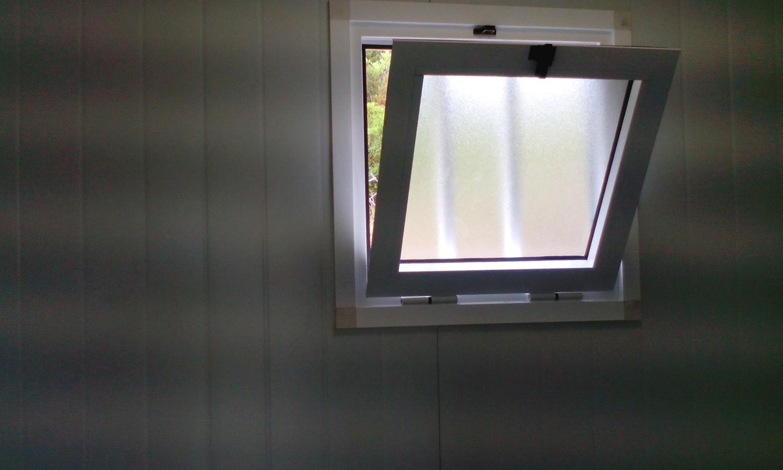 Conjunto modular - Detalle ventana del lavabo