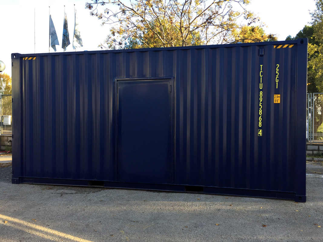 Contenedor 20'HC Modificado - Vista Exterior Puerta Lateral Personas