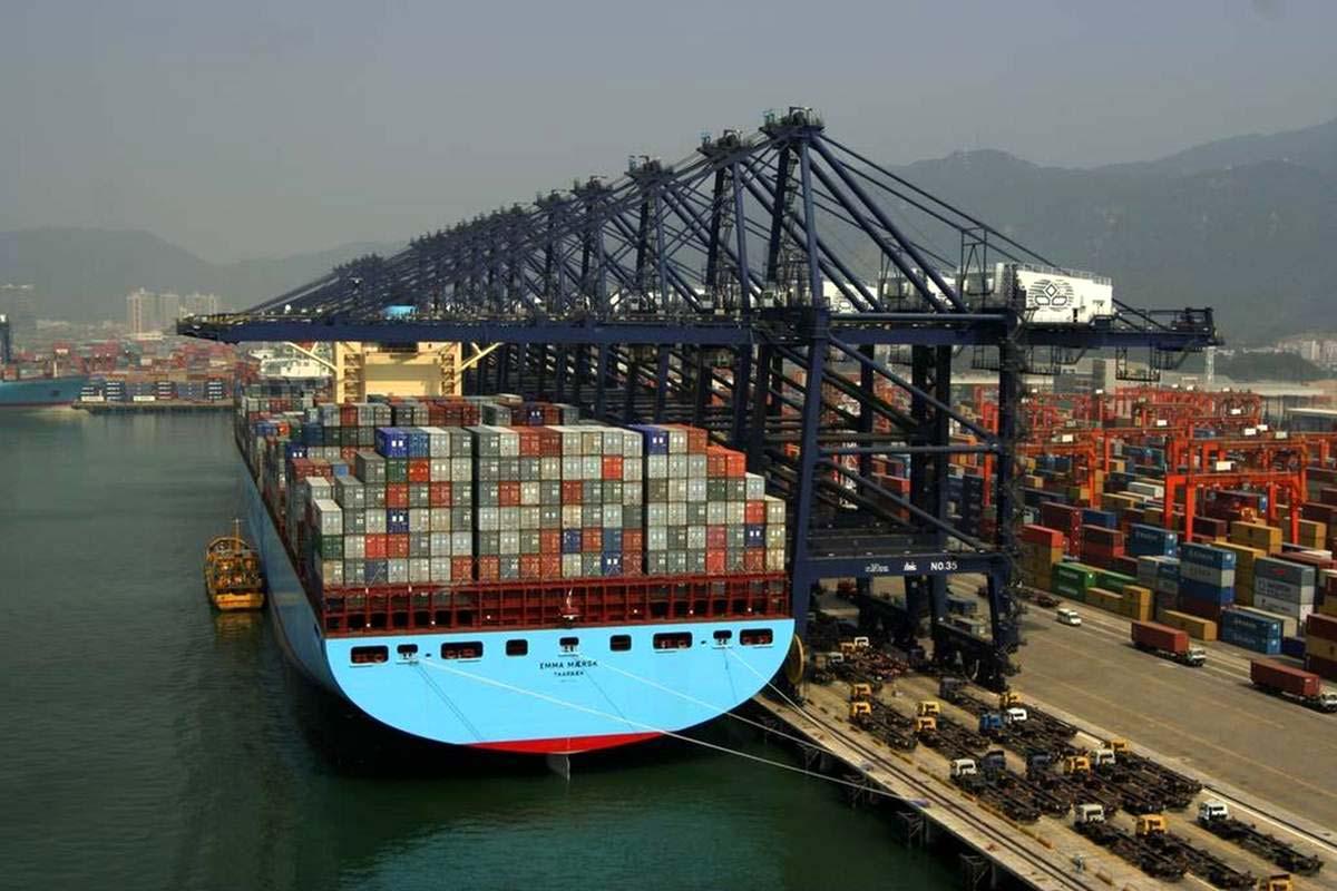 Carga / descarga con contenedores marítimos