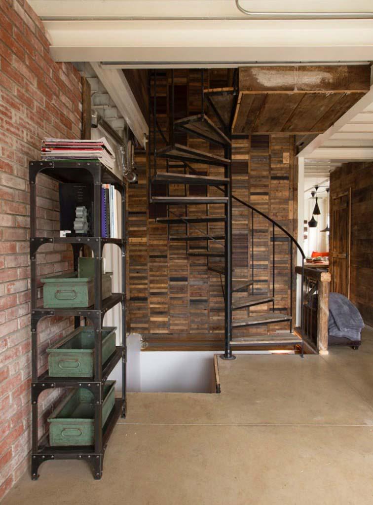 Casa lujosa contenedores marítimos - detalle escalera