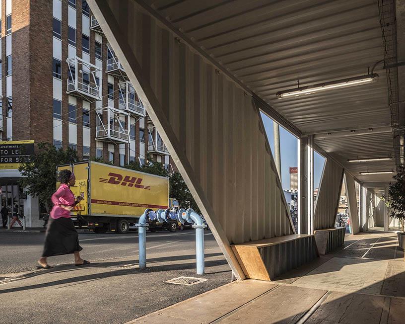 Edificio 140 contenedores marítimos - Pasillos