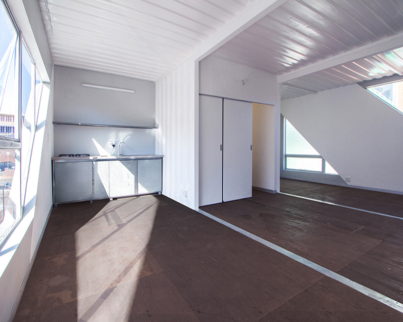 Edificio 140 contenedores marítimos - Interior