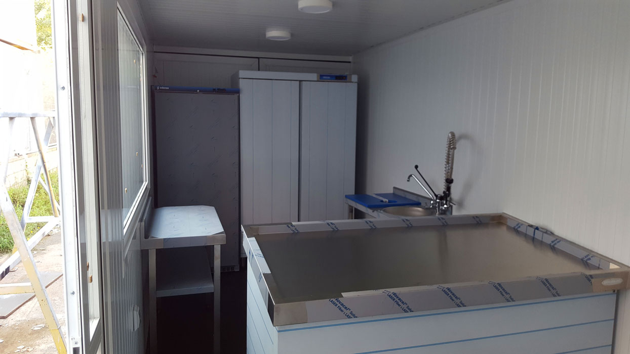 Contenedor 20' transformado en pescadería - Interior 3