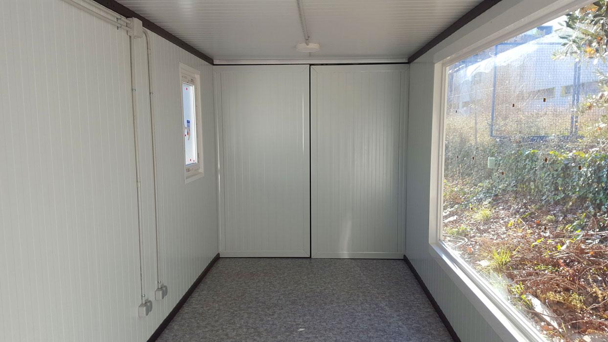 Contenedor 20' transformado en oficina con ventanas - Interior 2